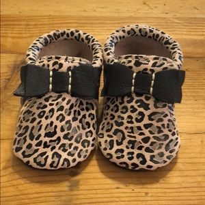 Freshly Picked Pink Leopard Bow Moccasin